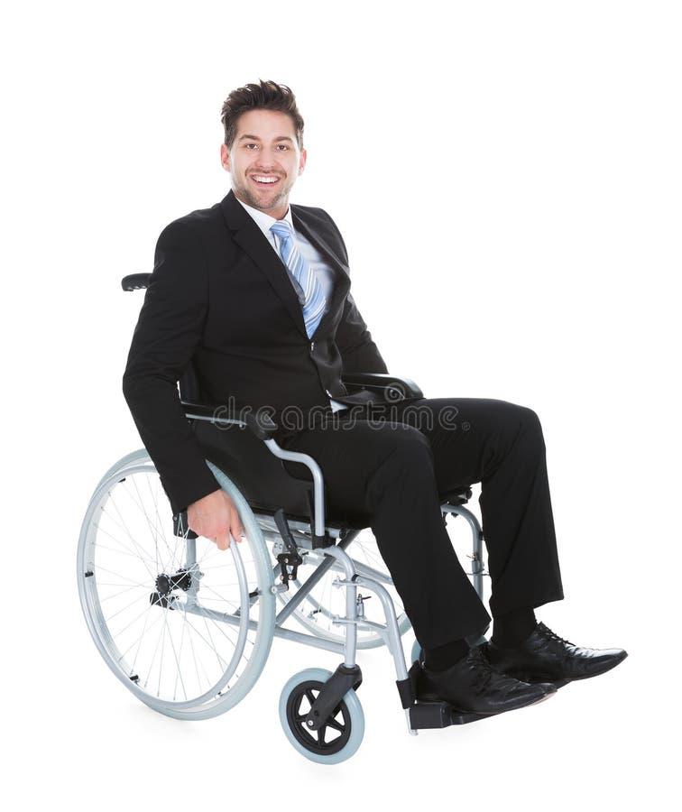 Homem de negócios novo de sorriso Sitting On Wheelchair fotos de stock