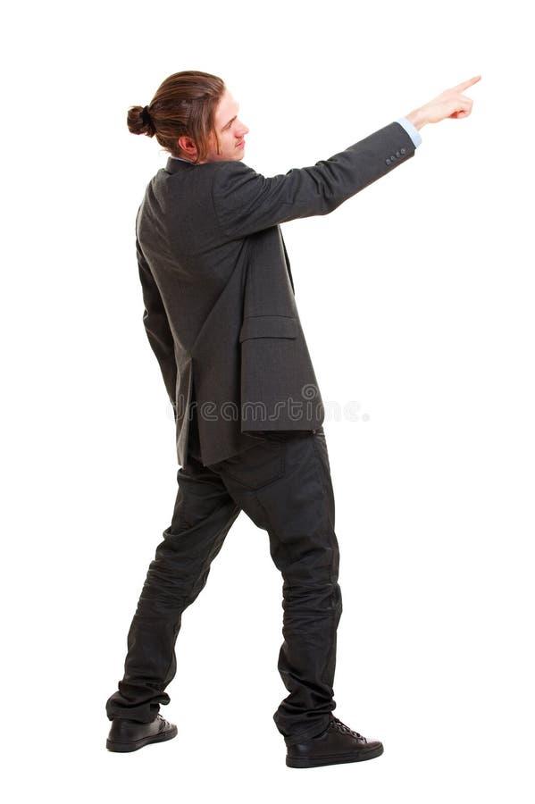 Homem de negócios novo que aponta em algo fotos de stock royalty free