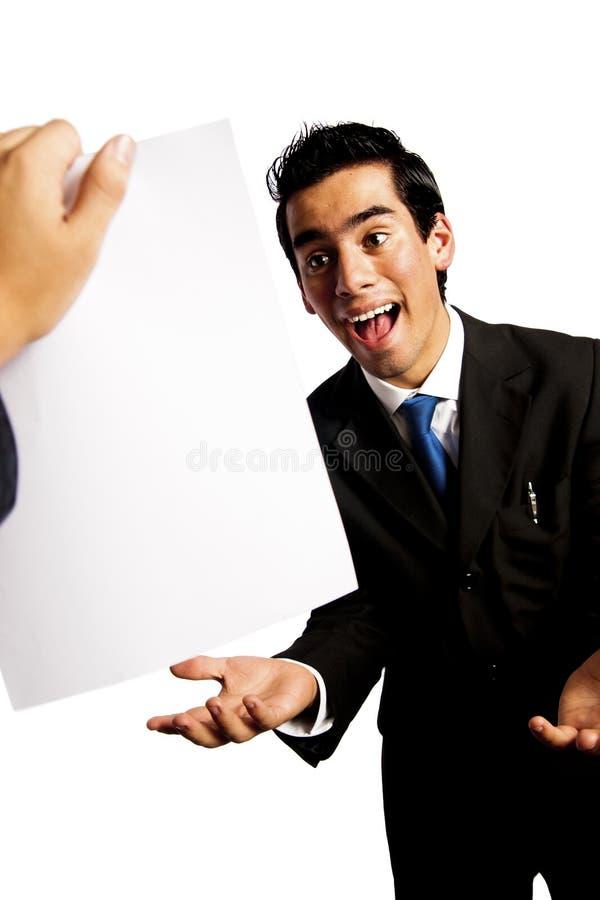 Homem de negócios novo que começ uma promoção surpreendente imagem de stock