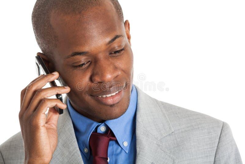 Homem de negócios novo que fala no telefone foto de stock royalty free