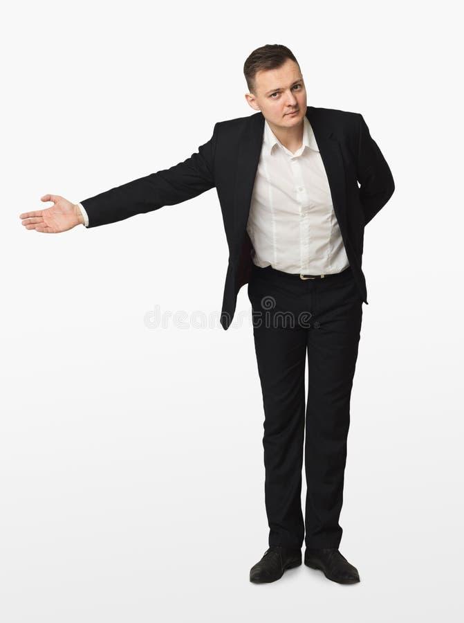 Homem de negócios novo que gesticula a boa vinda isolada imagens de stock