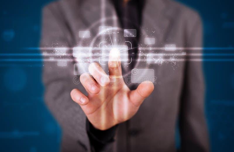 Download Homem De Negócios Que Pressiona O Tipo Alta Tecnologia De Botões Modernos Ilustração Stock - Ilustração de conexão, futuro: 29845014