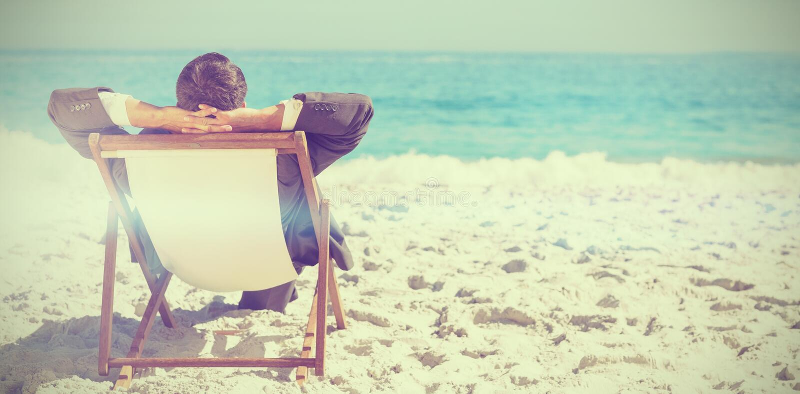 Homem de negócios novo que relaxa em seu vadio do sol ilustração do vetor