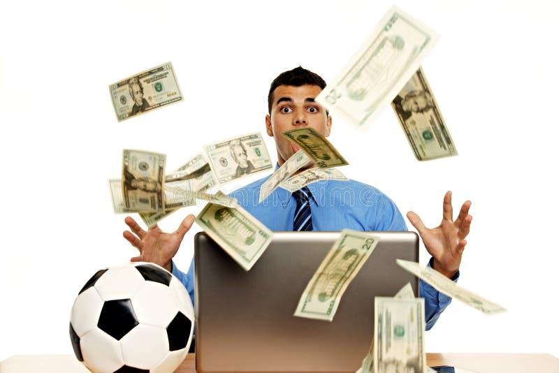 Homem de negócios novo surpreendido com dinheiro foto de stock