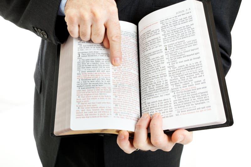 Homem de negócios ou ministro - 3:16 de John fotos de stock