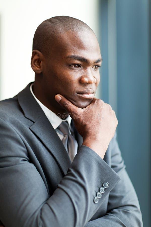 Homem de negócios pensativo do americano africano imagem de stock