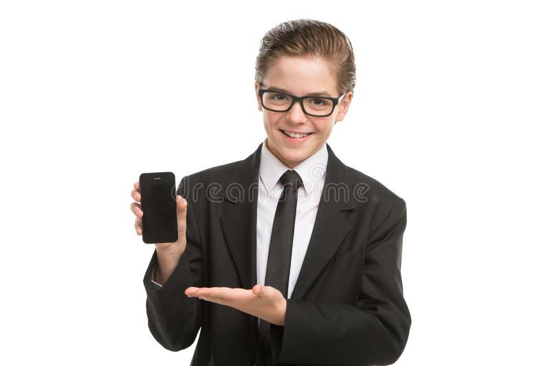 Homem de negócios pequeno com telemóvel. imagens de stock