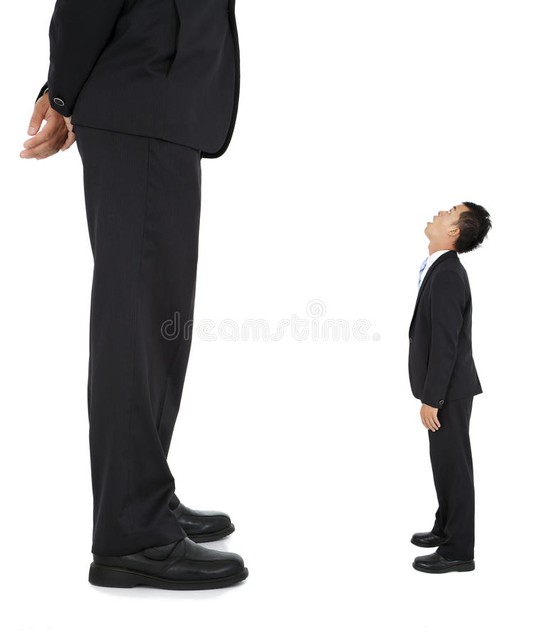 Homem de negócios pequeno e gigante imagem de stock royalty free