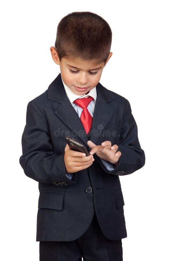 Homem de negócios pequeno que emite uma mensagem fotos de stock royalty free