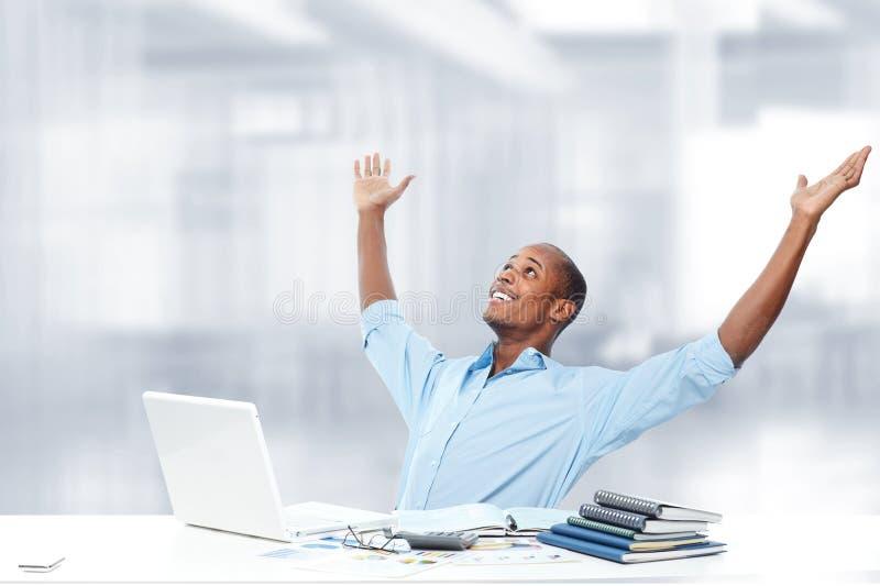 Homem de negócios preto de relaxamento imagens de stock royalty free