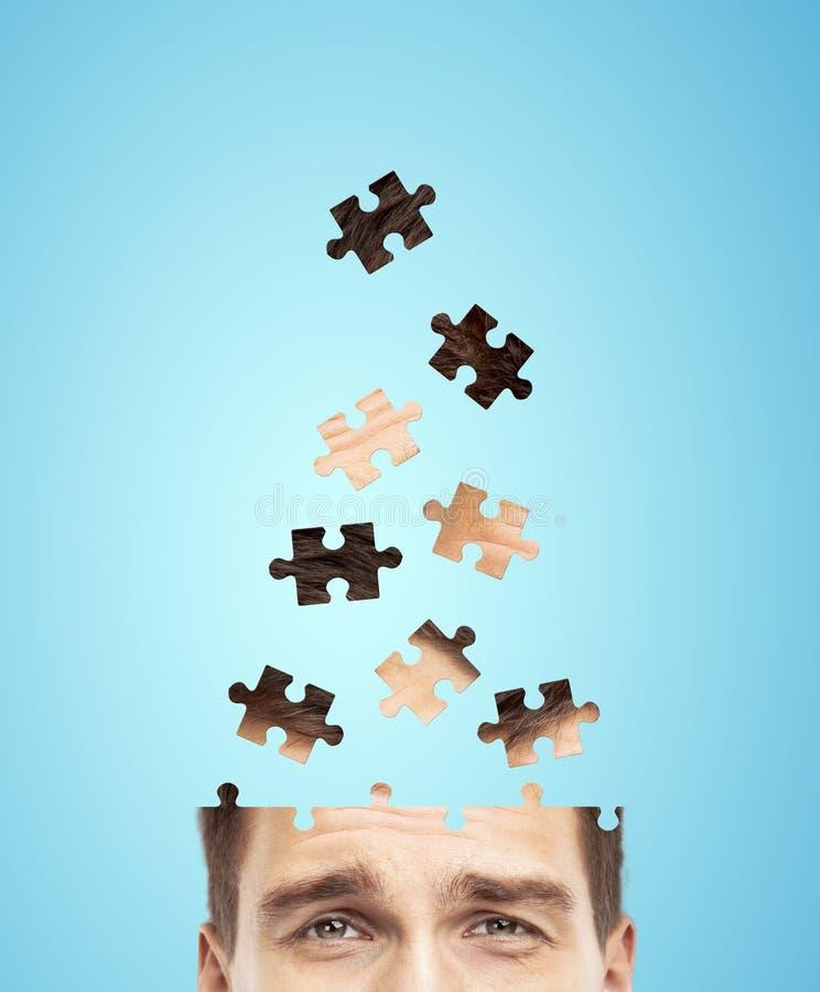 Homem de negócios principal construído do enigma imagens de stock royalty free