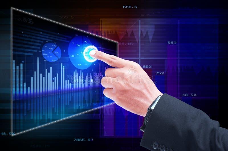 Homem de negócios que analisa oportunidades do desenvolvimento imagens de stock royalty free