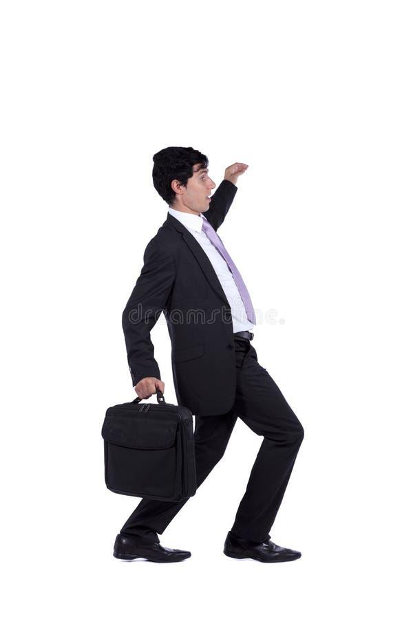 Homem de negócios que anda ponto por ponto imagem de stock