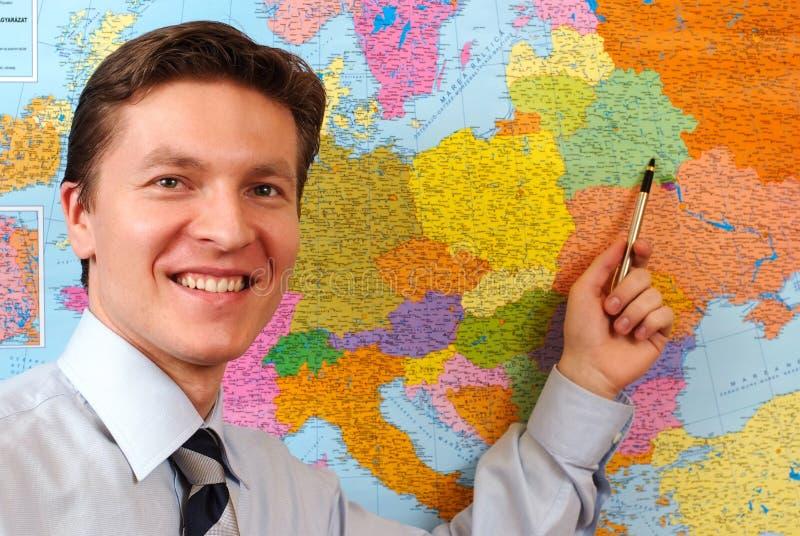 Homem de negócios que aponta no mapa imagem de stock royalty free