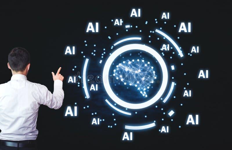 Homem de negócios que aponta o cérebro humano com palavras do Ai Conceito da inteligência artificial foto de stock royalty free