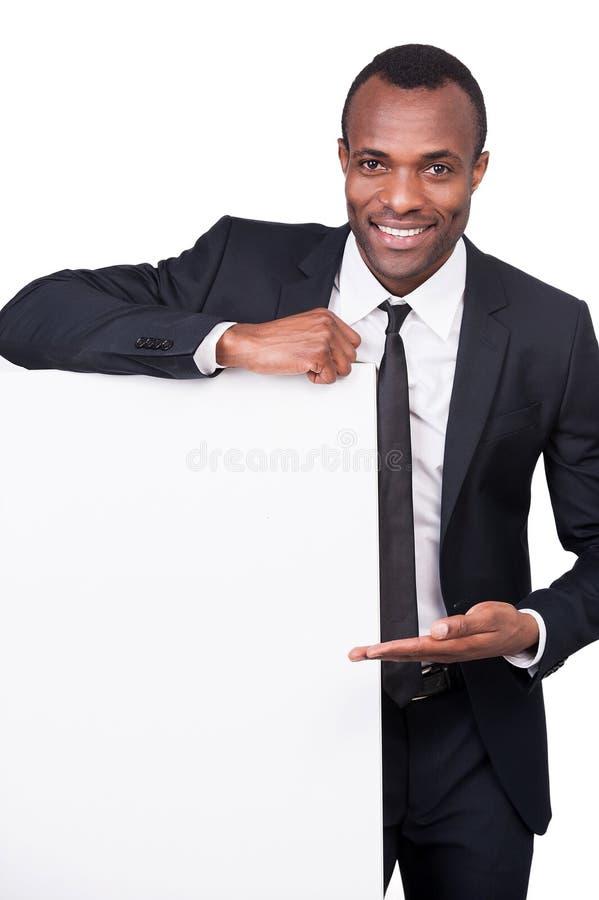 Homem de negócios que aponta um espaço da cópia. foto de stock