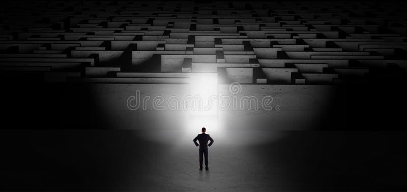 Homem de negócios que começa um desafio escuro do labirinto ilustração stock