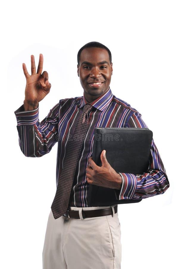 Homem de negócios que dá o sinal APROVADO fotos de stock