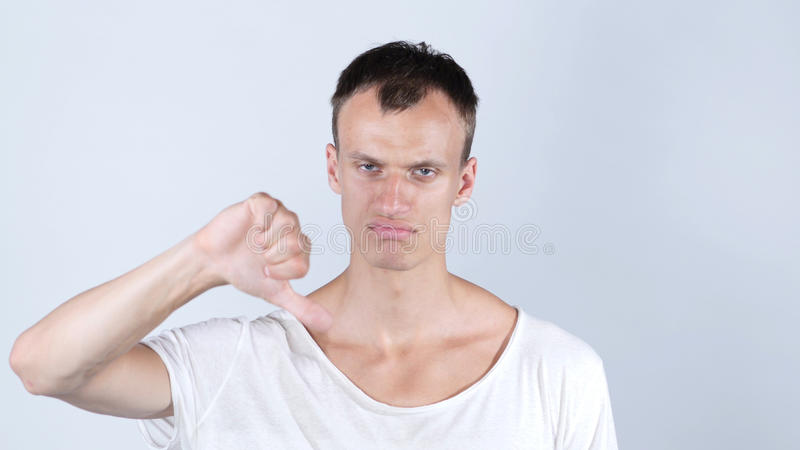 Homem de negócios que dá os polegares para baixo para a ideia nova foto de stock