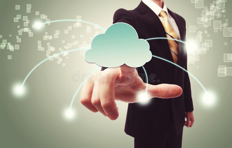 Homem de negócios que empurra o ícone da nuvem fotografia de stock royalty free