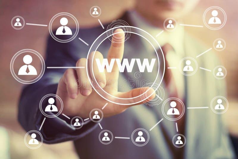 Homem de negócios que empurra o ícone de WWW do botão da Web imagem de stock