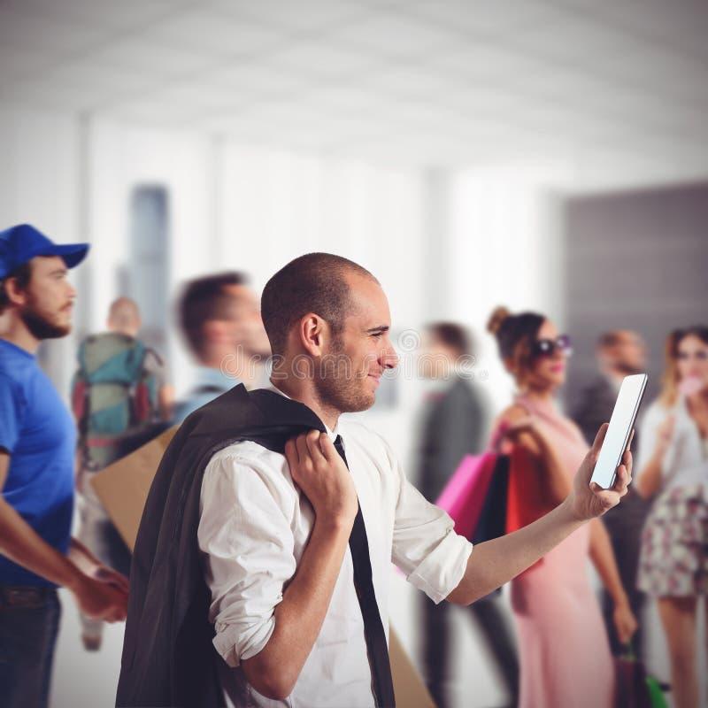 Homem de negócios que espera no metro foto de stock royalty free