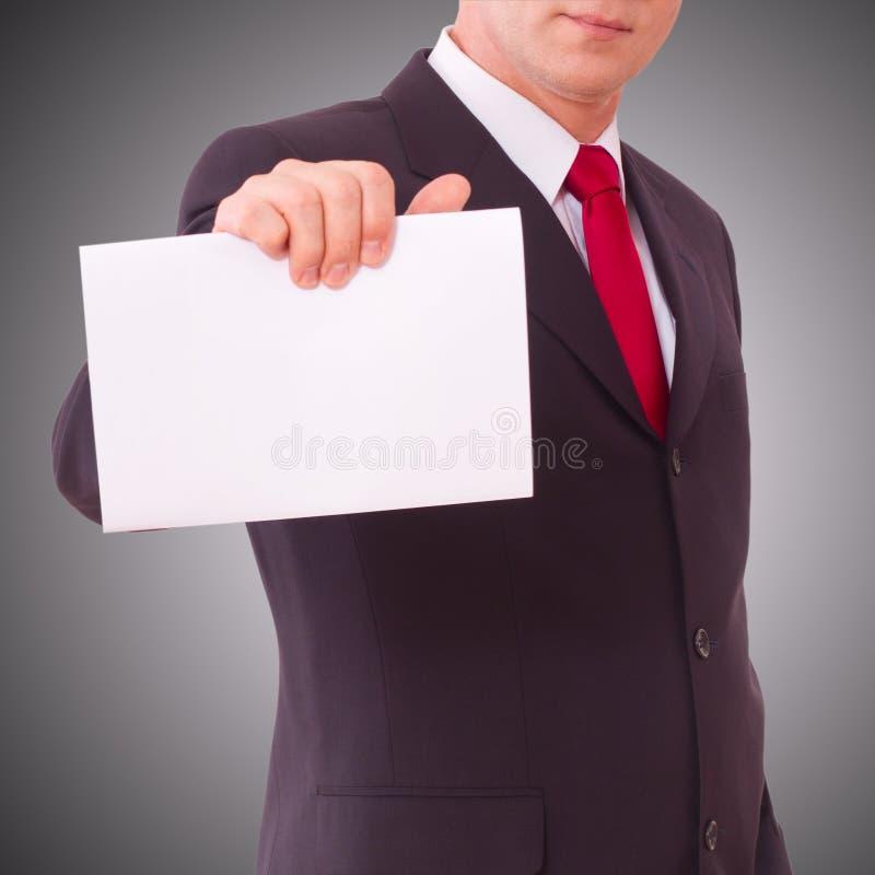 Homem de negócios que guarda a bandeira vazia fotografia de stock royalty free