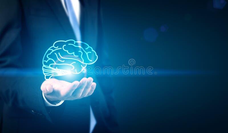 Homem de negócios que guarda o cérebro fotos de stock royalty free
