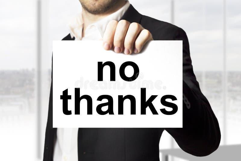 Homem de negócios que guarda o sinal nenhuns agradecimentos fotografia de stock