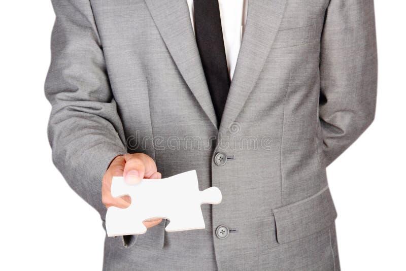 Homem de negócios que guarda a serra de vaivém vazia fotografia de stock