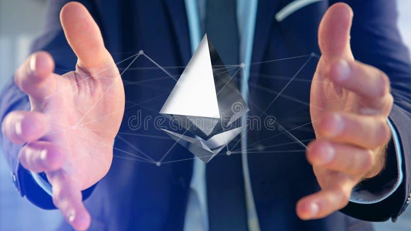 Homem de negócios que guarda um aroun cripto do voo do sinal de moeda de Ethereum fotografia de stock