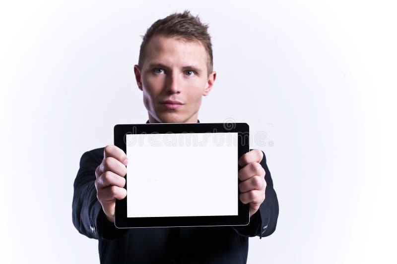 Homem de negócios que prende a tabuleta em branco fotos de stock royalty free