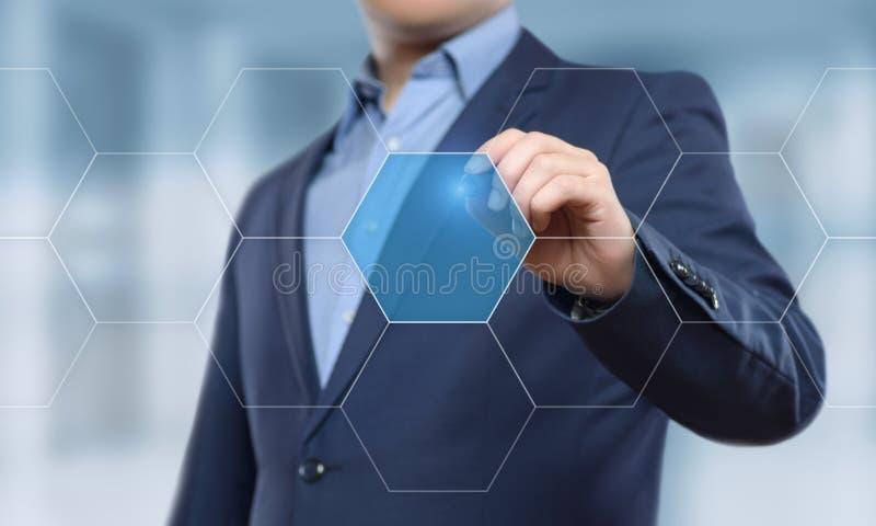 Homem de negócios que pressiona a tecla Conceito do negócio do Internet da tecnologia da inovação Espaço para o texto imagem de stock