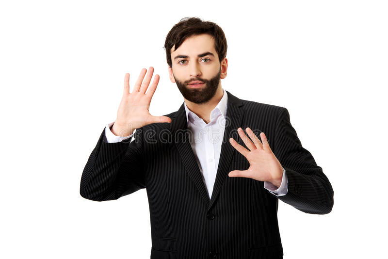 Homem de negócios que pressiona a tela abstrata imagem de stock
