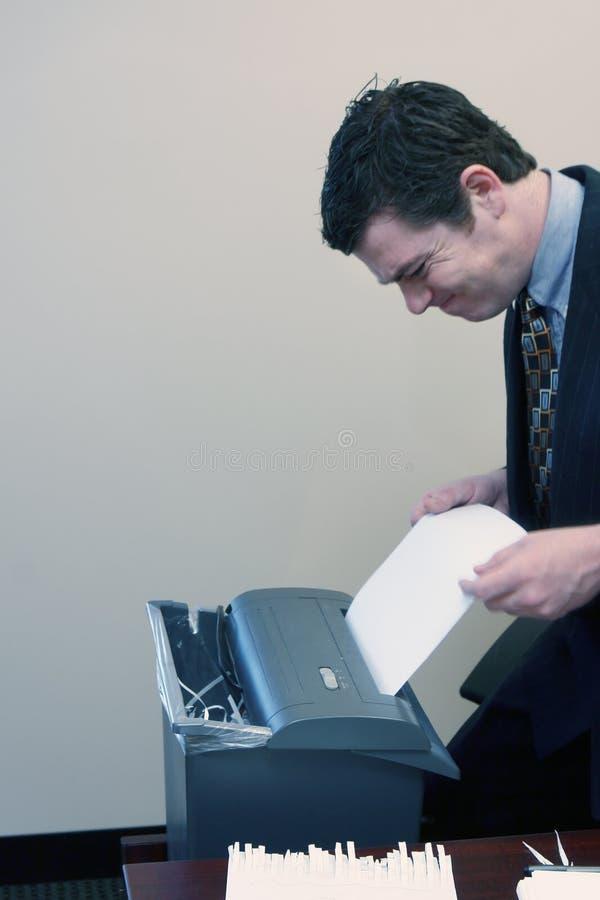 Homem de negócios que Shredding originais imagens de stock