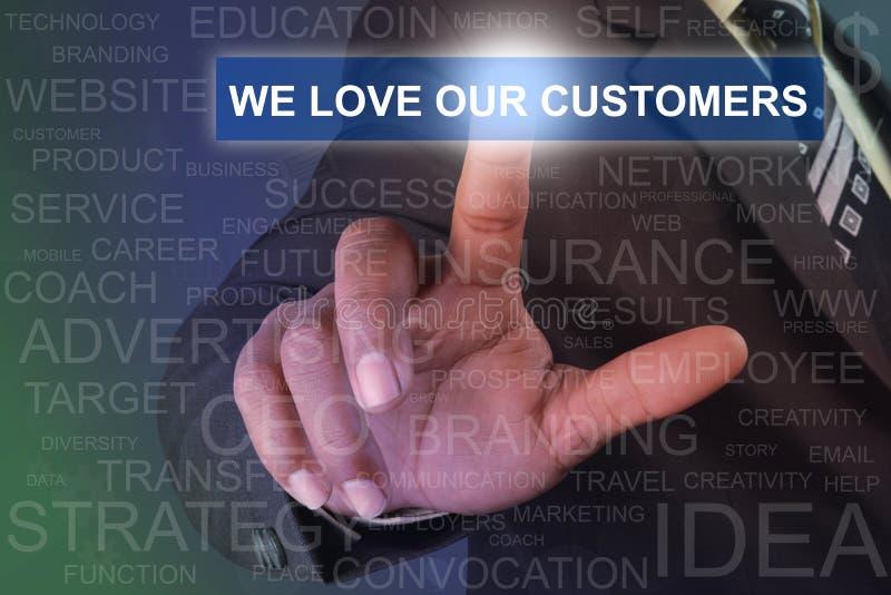 Homem de negócios que toca nós amamos nossos clientes abotoamo-nos no SCR virtual fotografia de stock