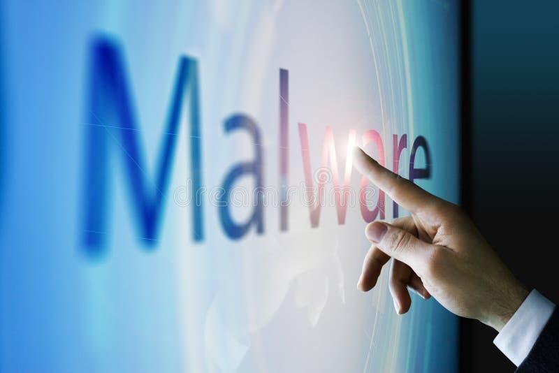 Homem de negócios que toca na tela sobre o malware imagens de stock