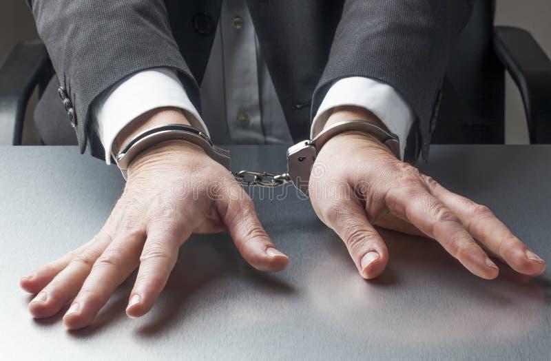 Homem de negócios que toma riscos legais demais para o trabalho foto de stock royalty free
