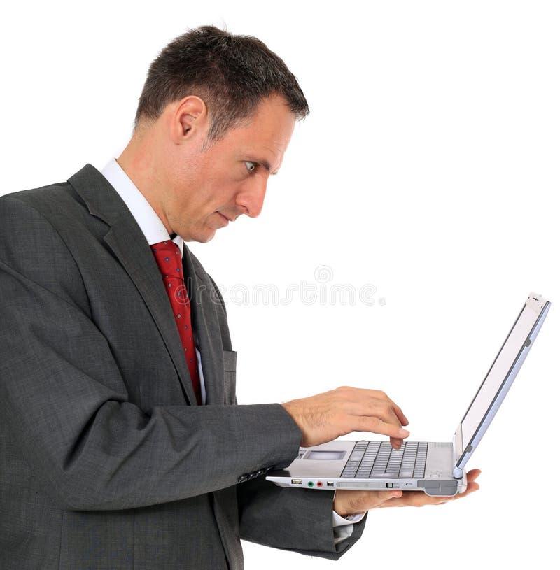 Homem de negócios que usa o portátil imagens de stock