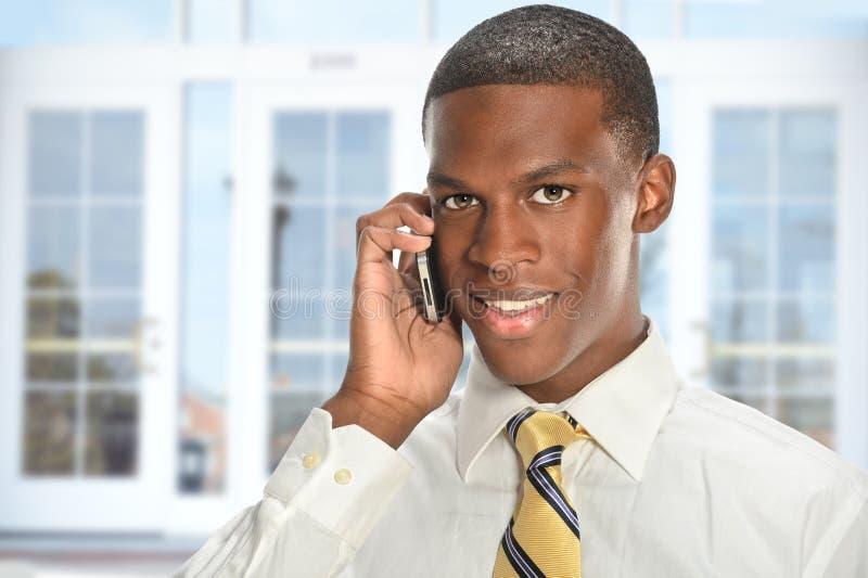Homem de negócios que usa o telemóvel imagens de stock royalty free