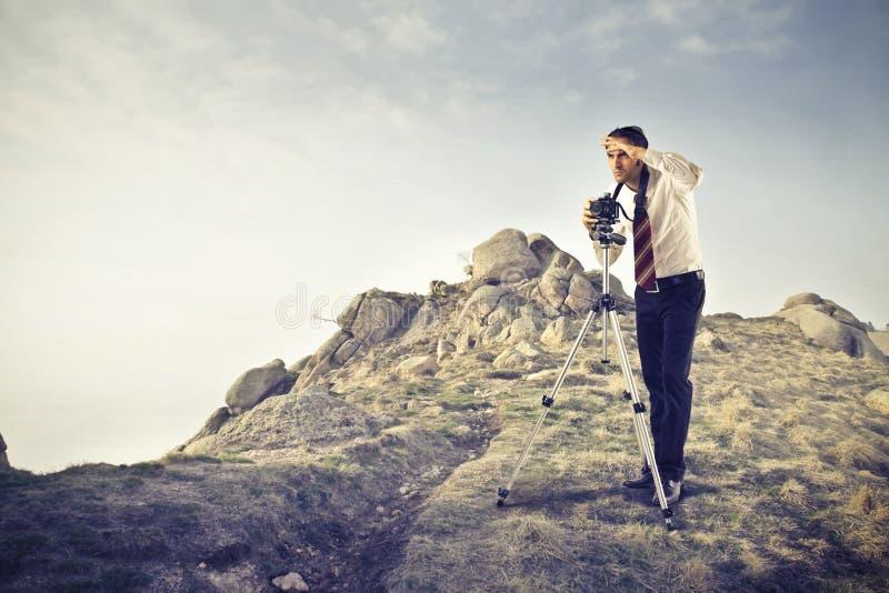 Homem de negócios que usa uma câmera fotos de stock