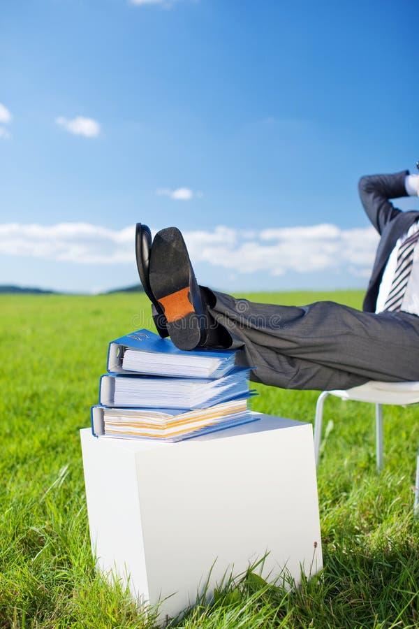 Homem de negócios relaxado imagem de stock