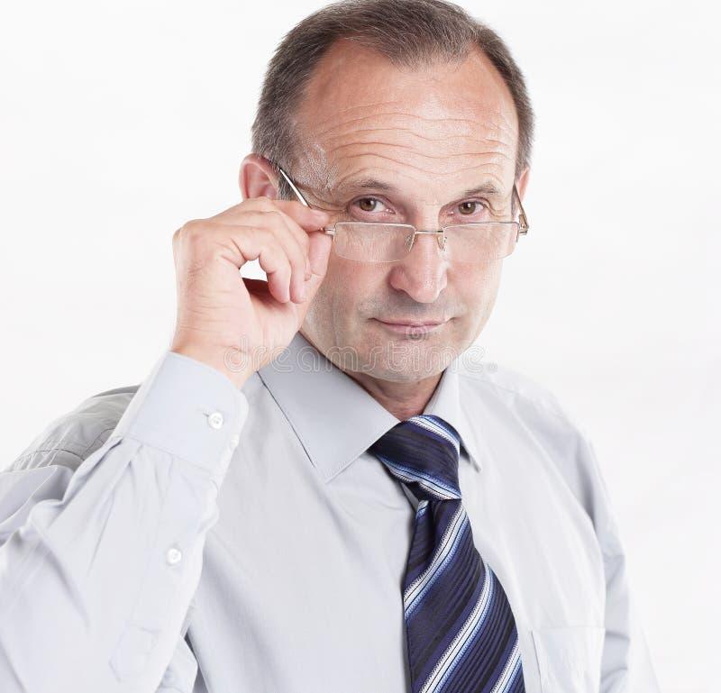 Homem de negócios responsável com vidros Isolado no branco imagem de stock royalty free