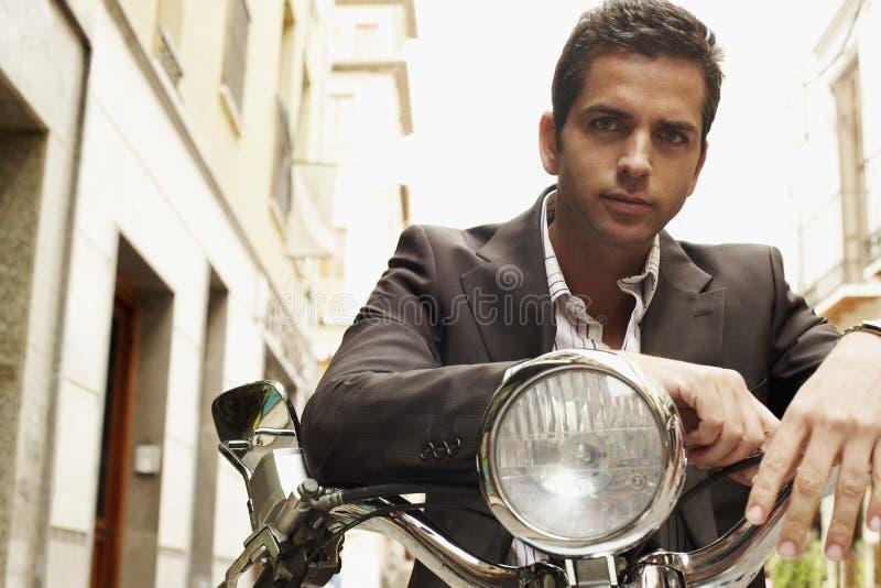 Homem de negócios sério On Motorbike fotografia de stock