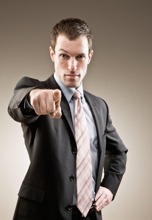 Homem de negócios sério que aponta acusando o dedo fotos de stock royalty free