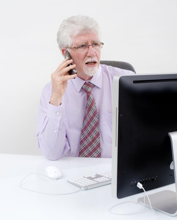 Homem de negócios sênior com computador imagem de stock royalty free