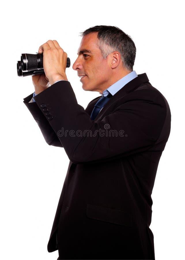 Homem de negócios sênior Latin que olha para a frente imagem de stock