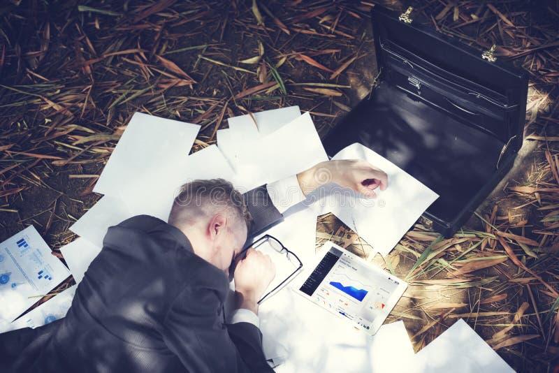 Homem de negócios Sleeping Stress Deadline que trabalha o conceito cansado foto de stock royalty free