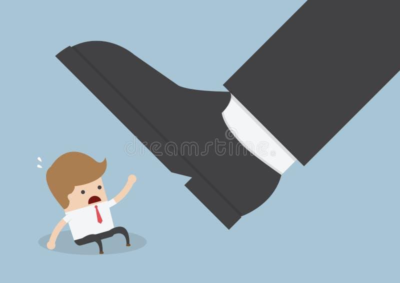 Homem de negócios sob o pé gigante ilustração royalty free