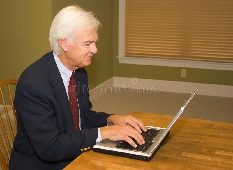 Homem De Negócios Superior No Portátil Fotos De Stock
